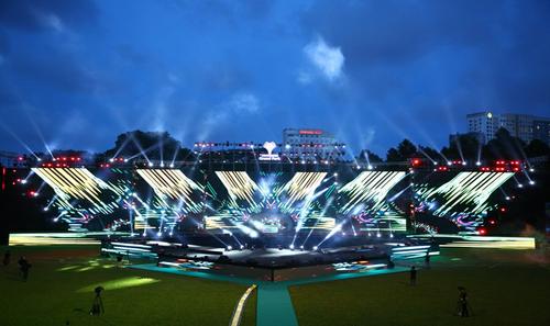 Hơn 12.000 người tham dự sự kiện Vinhomes Grand Park – Light Up The Future